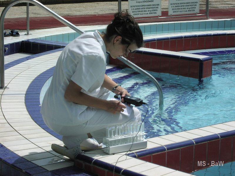 kontrolní měření na bazénu